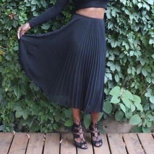 ARITZIA Babaton Jude Pleated Midi Skirt Black XXS